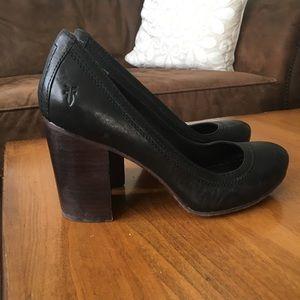 Frye Carson Pump Black Leather Wood Heel 7